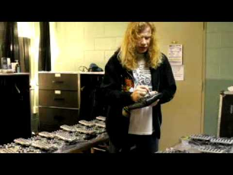 Dave Mustaine Autographs Zoom G2.1DM Pedals | Musician's Friend