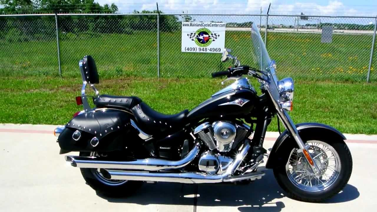overview and review: 2012 kawasaki vulcan 900 classic lt gray and