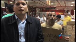 """Protesta de Eliécer Ávila en aeropuerto de La Habana: """"No más robo"""""""