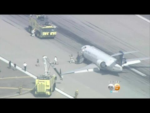 United SkyWest Jet Makes Emergency Landing At LAX