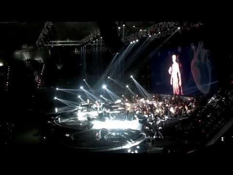 Manusia by Ahmad Dhani & Indra Lesmana at Konser Adu Bintang