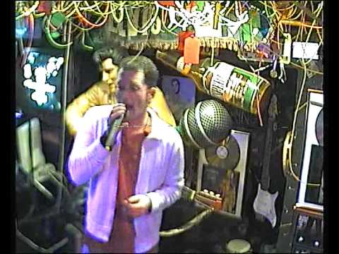 Elvis singt  inherit the wind im Karaoke Fun Pub Stuttgart http://www.funpub.de