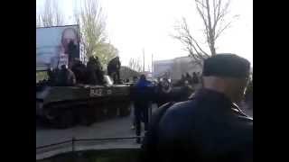 Краматорск сейчас. Вооруженные силы в старом городе Краматорска танки(16.04.2014 Краматорск сейчас. Вооруженные силы в старом городе Краматорска танки Краматорськ зараз. Збройні..., 2014-04-16T06:15:54.000Z)