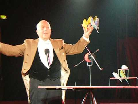 Norman Barrett and his budgies 2015 - Zippos Circus