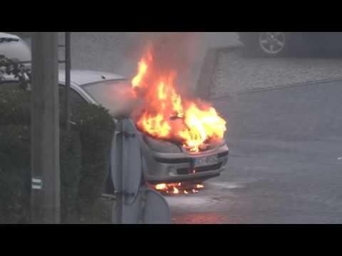 16.10.2016r Bielsko Biała- pożar samochodu przy dworcu PKP