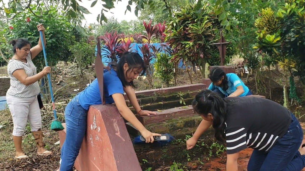 Mis Hijas Siempre Limpean el panteo De Su Abueno y Estan Tristes😔 por que No permiten llegar