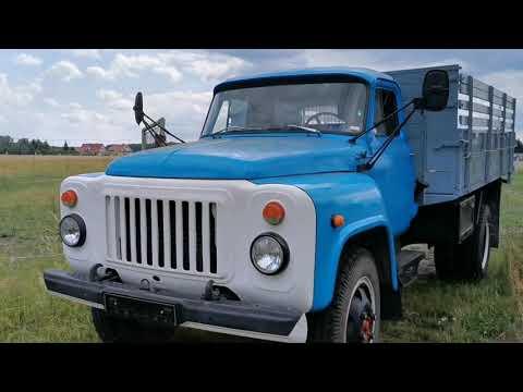 GAZ-53 - sowjetischer Lastwagen beim Heutransport