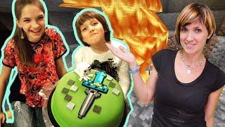 #Майнкрафт торт. Маша и Лучшая Подружка Света делают Космический меч #minecraft для Адриана