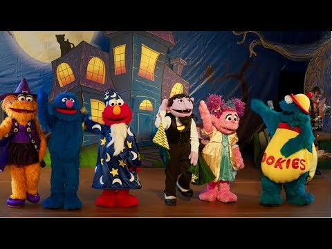 Sesame Street Halloween Show at Sesame Place | The Not-Too-Spooky Howl-O-ween Radio Show