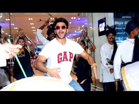 Ranvir Singh Dances In A Shopping Mall During Bajirao Mastani Promotions thumbnail