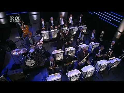 """Clayton-Hamilton Jazz Orchestra """"Squatty Roo"""" (Live In Germany)"""