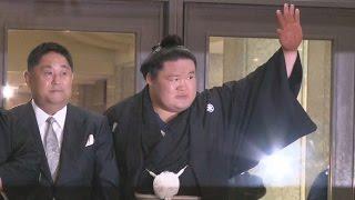 大相撲秋場所千秋楽(25日・両国国技館)14日目に初優勝を決めた豪...