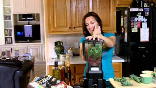 How To Make A Kale Green Berry Smoothie With Getskinnywithjenny