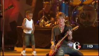 Goo Goo Dolls NEW SONG Tucked Away Philadelphia Live 07/04/2010 2010 Reggie Dancing Dance