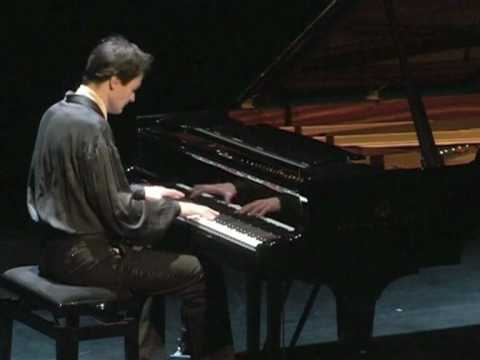 Chopin - Prelude 24 Op 28 (played by Philippe Giusiano)