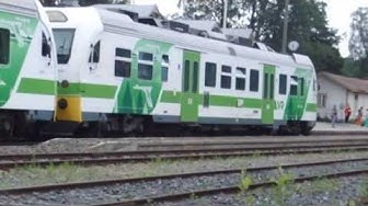 Junabussi pysähtyy asemalle