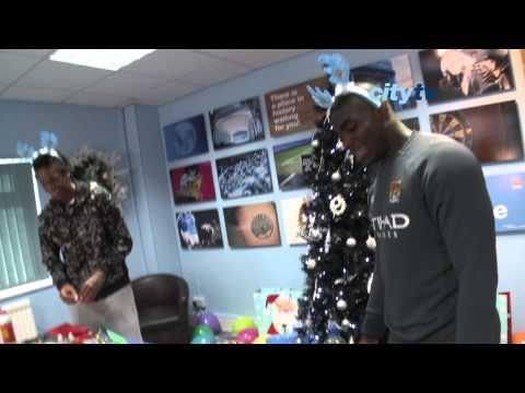 FUNNY Man City Xmas 2010: players make Christmas cards at Carrington
