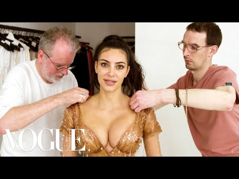 Raven - This Video Of Kim Kardashian Squeezing Into Her Met Gala Corset Is Wild