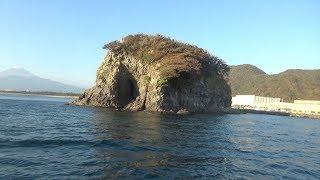 巨大な怪しい孤島にひそむ大物を釣りに来た! thumbnail