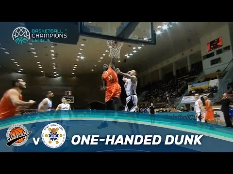Javon McCrea with a big one-handed dunk against Avtodor Saratov