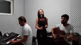 Tuğba Yurt Yine sev yine  - Tekin Müzik & Merve Topal Video