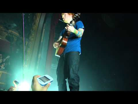 Ed Sheeran Singing Little Things in Paris (18/11/12)