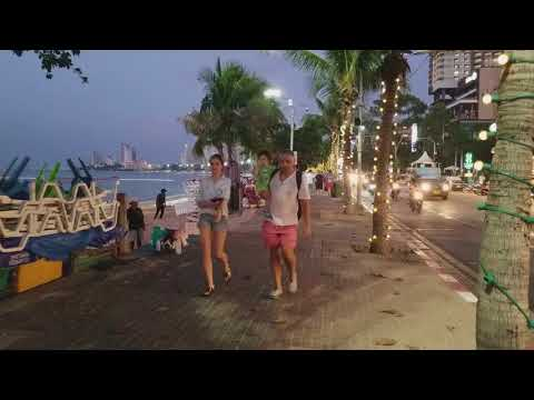 I like to walk on Pattaya Beach Road at sunset, Dec 2017