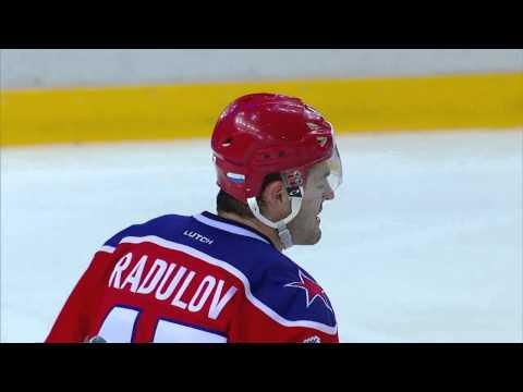"Wojtek Wolski catches the puck with his face / Вольски ""ловит"" шайбу лицом"