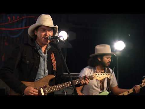 "Mike And The Moonpies ""You Look Good In Neon."" LIVE On The Texas Music Scene"