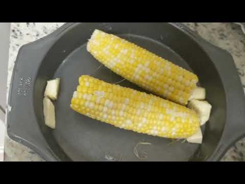 microwave-corn-on-the-cob-easy-food-hack