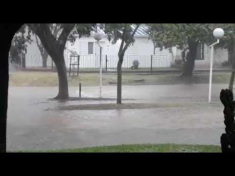 VIDEOS. Barrios y calles anegadas tras 85 milímetros en pocos minutos