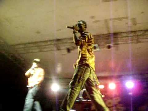 dEnzyl performs live in Douala cameroon