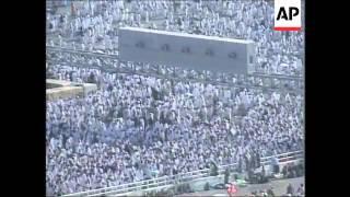 Pilgrims throw stones at pillars representing Satan on Eid - 2006