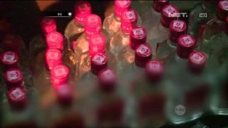 Repeat youtube video Petugas Menggeledah Gudang Penyimpan Ratusan Botol Miras Milik Ibu Ini - 86