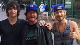 Eddie Vedder Street Performance Outside Wrigley Field (September 15 & 17, 2017) [Full Performance]