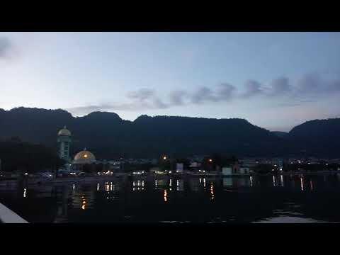 Adzan Maghrib Masjid Agung An-Nur Kota Luwuk - Pemandangan Teluk Lalong