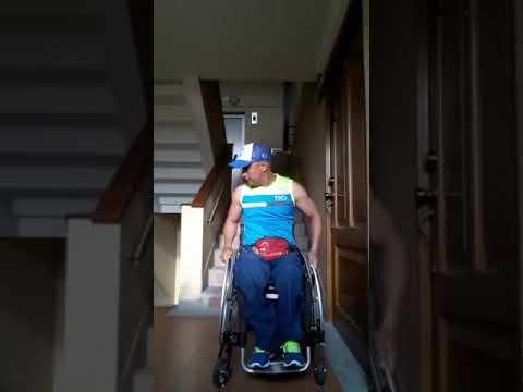 Bajar y subir escaleras en silla de ruedas german g mez for Sillas para subir y bajar escaleras