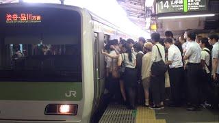 Repeat youtube video 【過密】【混雑】平日朝に運転見合わせで超混雑の山手線新宿駅 Tokyo Busy JR Yamanote Line Shinjuku Sta.