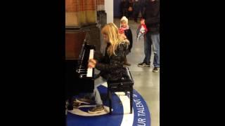 Piano Centraal Station Amsterdam, Yara van der Wielen (9 years) plays Introspection II R v Otterloo