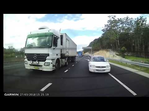 Tailgater On M2 Motorway has a Tantrum