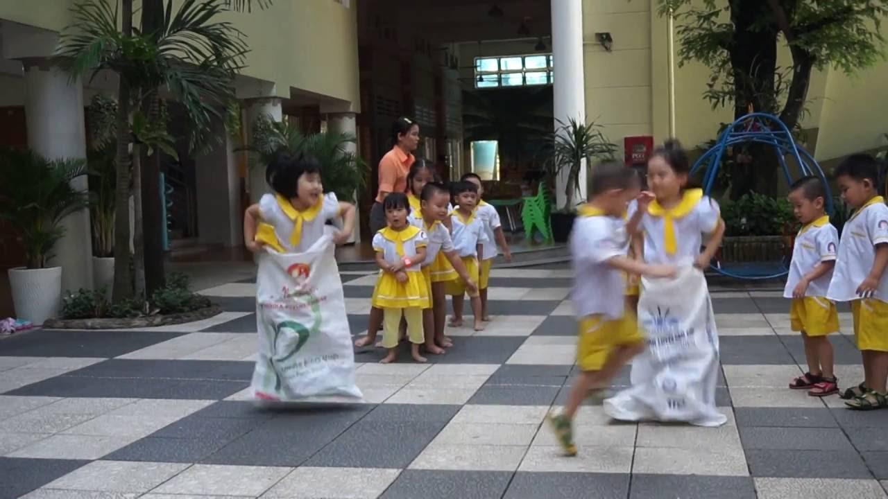 Trò chơi tập thể: thi nhảy bao bố cắm cờ – trường mầm non Hạnh Phúc quận Thủ Đức - YouTube