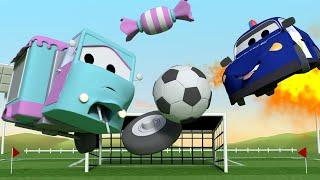 Малышка Кэрри играет в футбол - Эвакуатор Том в Автомобильный Город  🚗 детский мультфильм