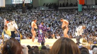 大相撲名古屋場所九日目、横綱・白鵬-豪栄道では懸賞の数が半端なく多...
