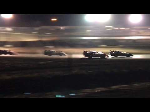 9/2/2017 Gillette Thunder Speedway heat race outside view