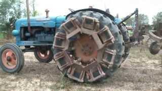 Repeat youtube video Aratura con trattori d'epoca e non a Corbolone 2013