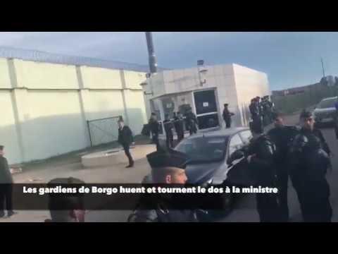 Les gardiens de Borgo huent et tournent le dos à la ministre