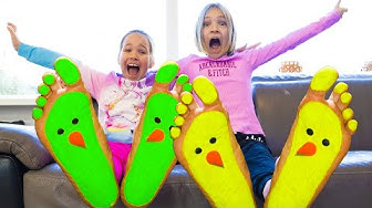 Amelia and Avelina have fun with lots of orbeez - funny stories for kids
