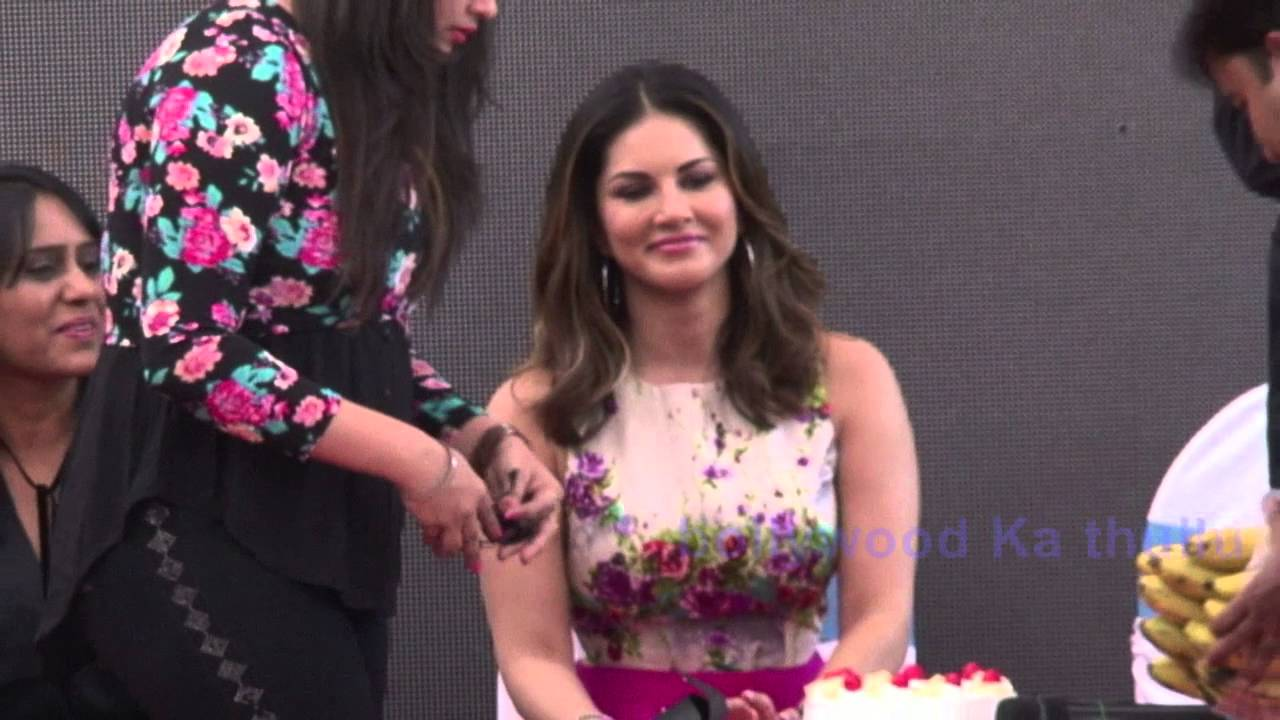 Sunny leone oops moment seems