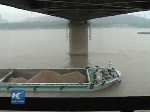 Yangtze River Bridge suffers 77 collisions by ships