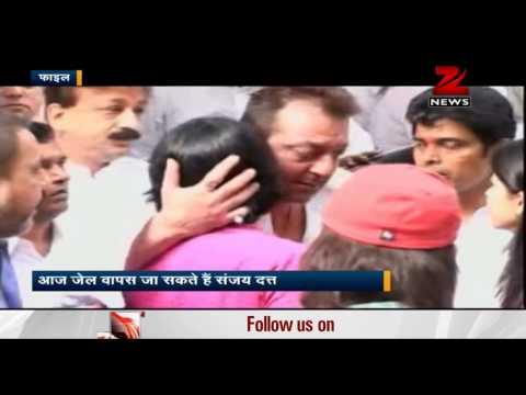 Sanjay Dutt's parole ends today, to return to Yerwada jail